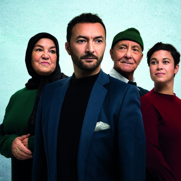 Nasrdin Dchar - Familiekroniek: OUMI, DAD, JA - theater   Ontdek Meppel   Weet wat er speelt.