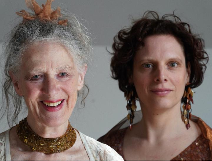 Toujours l'amour, selten das Glück Esther de Vos & Carolien Fleumer - theater | Ontdek Meppel | Weet wat er speelt.